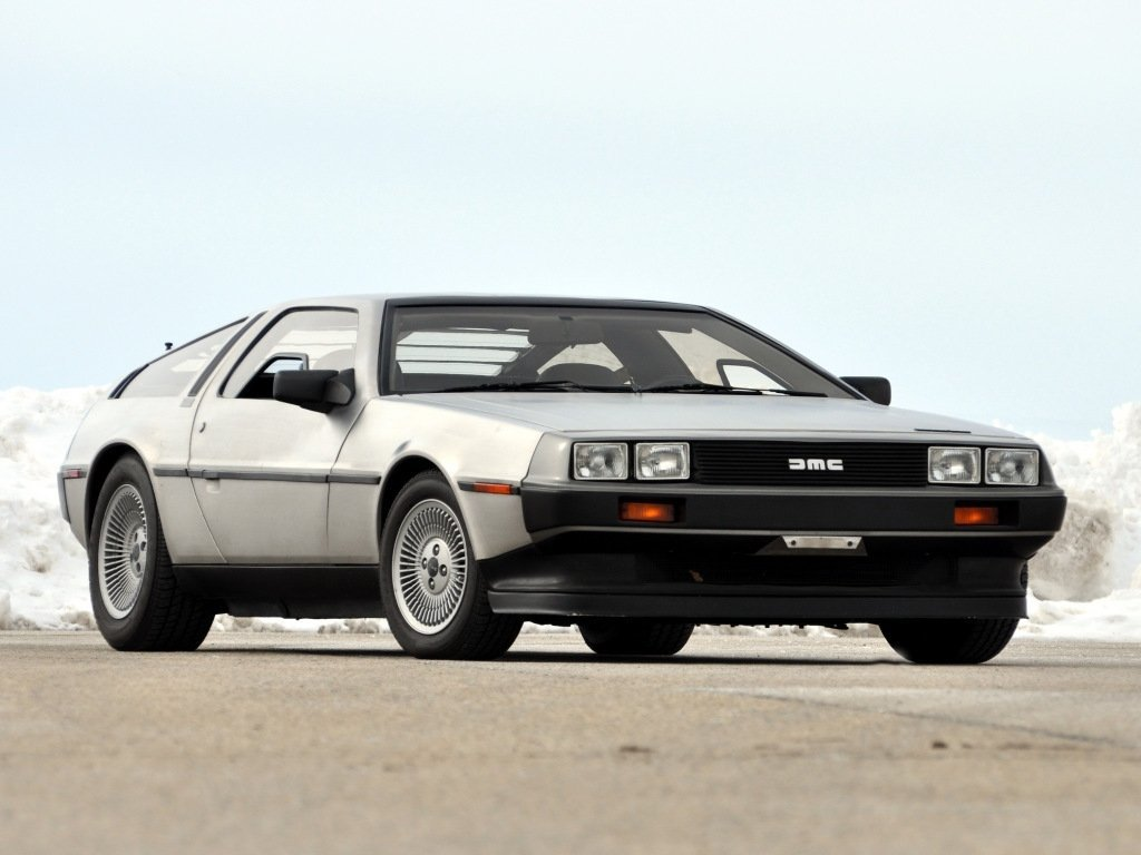 Автомобиль DeLorean DMC-12